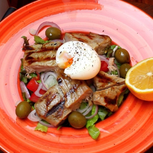 salata cu ton laa grătar