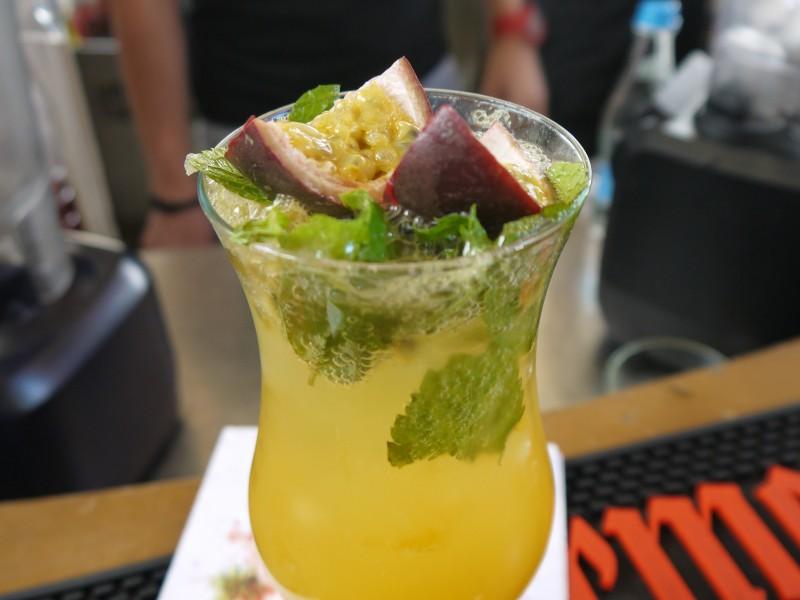 Limonadă cu fructul pasiunii și lămâie