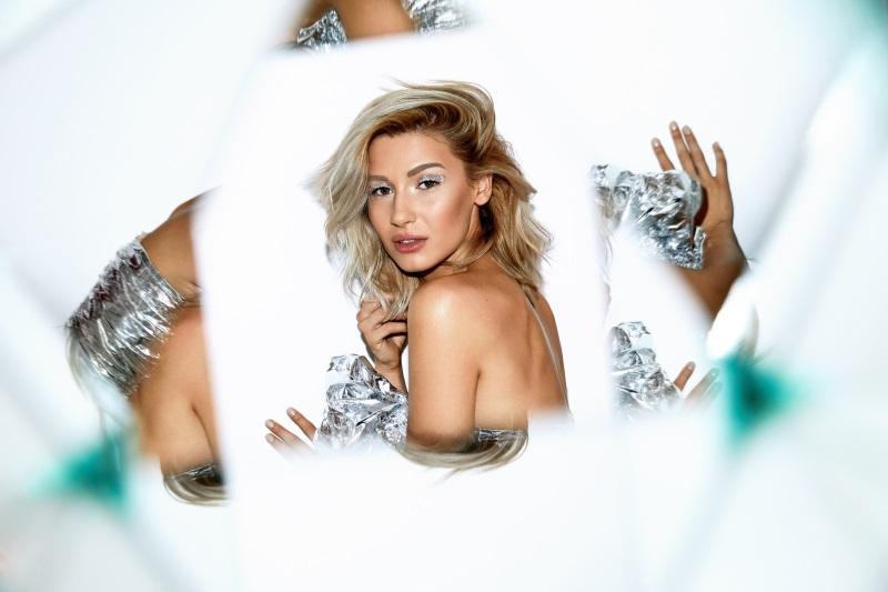 Alina Eremia lansează primul ei album solo: 360