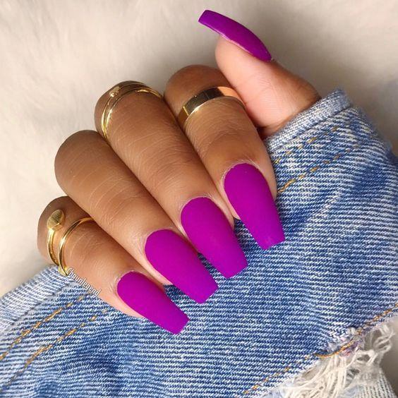 Model unghii cu gel colorate, mov mat