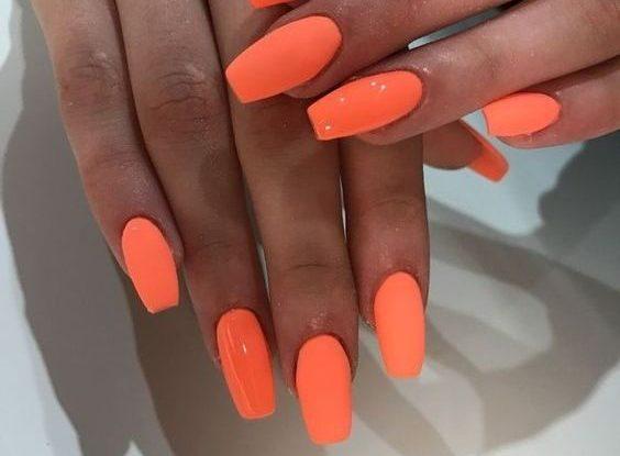 Unghii de vară portocalii neon