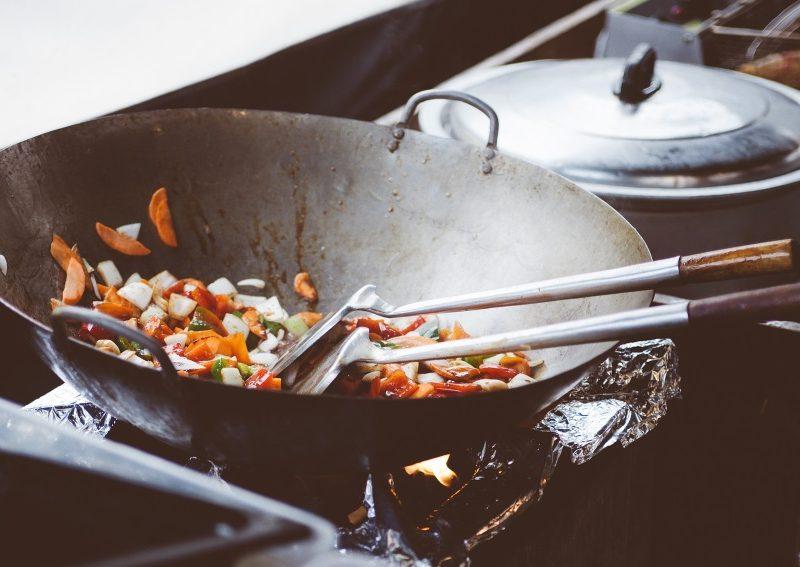 Legume gatite in tigaie wok